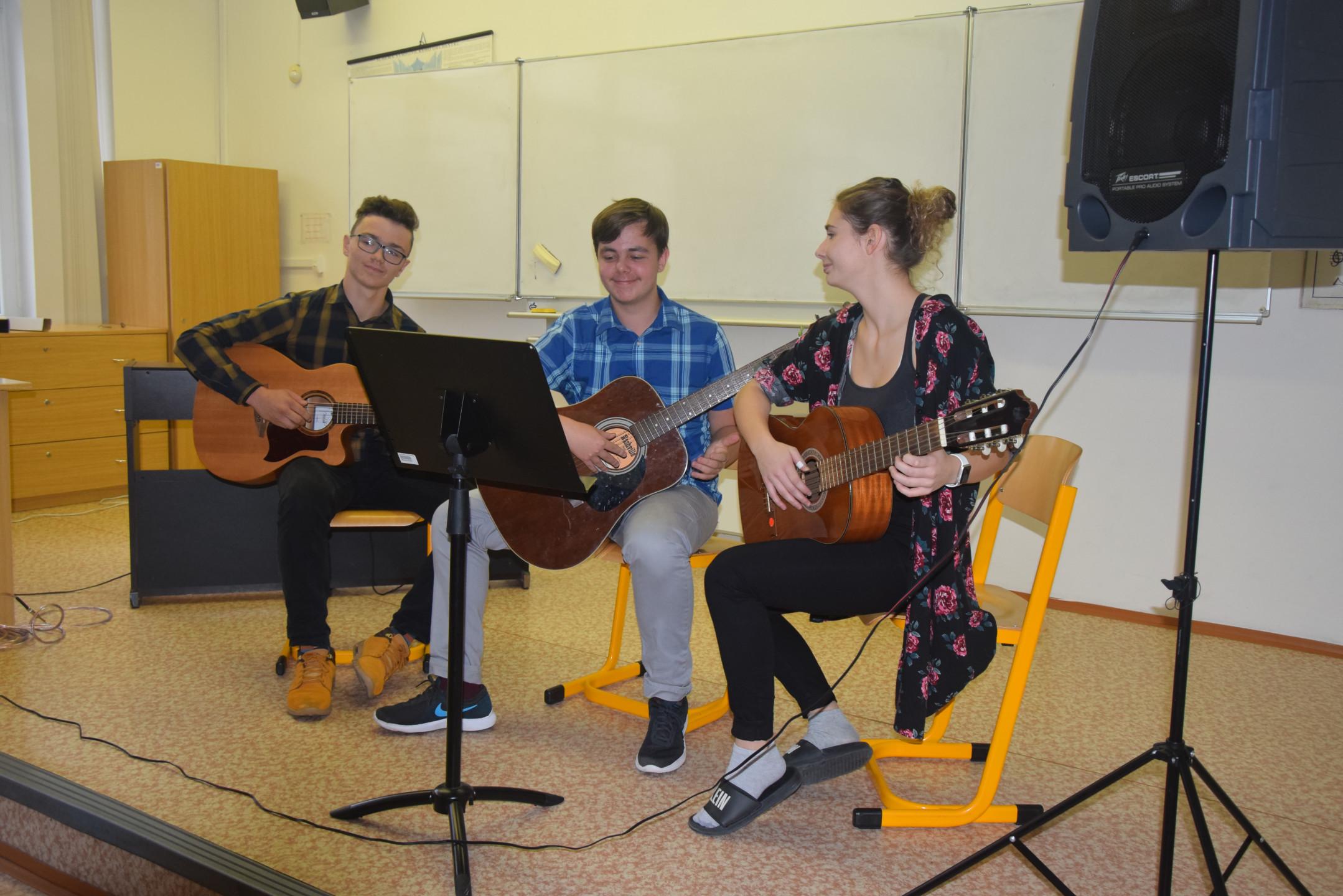 Studenti-hrají-2